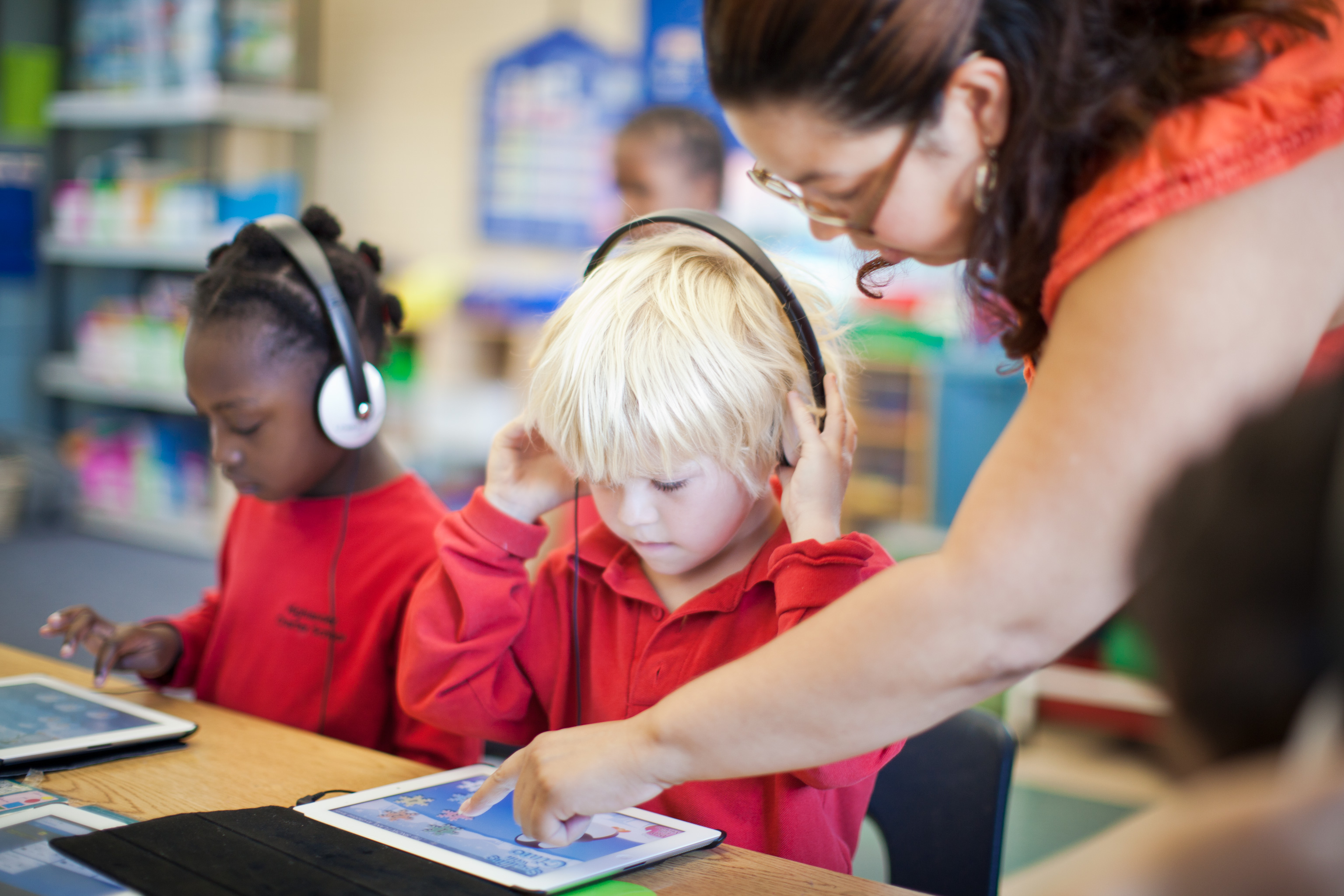 learning technology teacher student helping help ipads ipad edtech education practising repetitive skills limited research resources